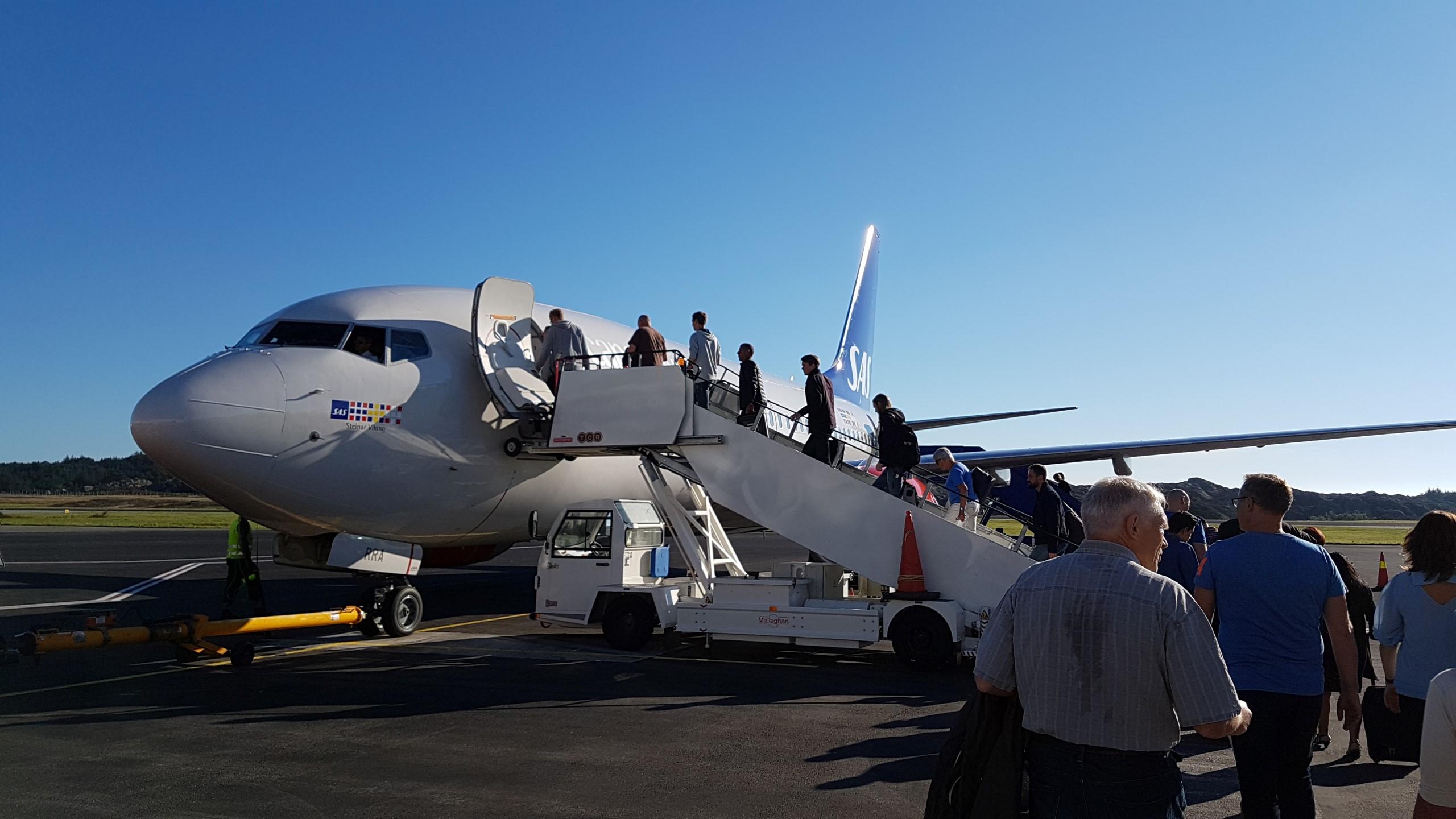 På vei inn i flyet